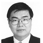 photo_ProfZhenZhong_bw.png