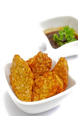 Fried tempeh & peanut sauce