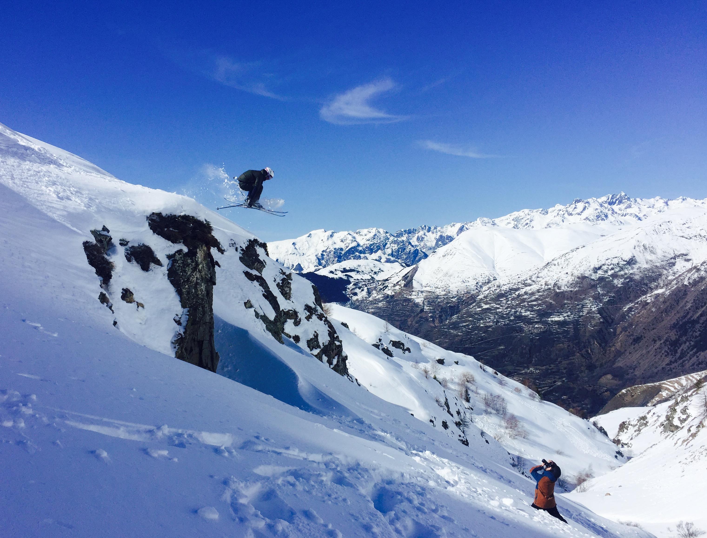 Skiing & Snowboarding - Cliffdrops