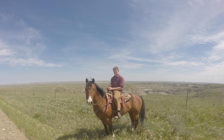Ude og ride i det omkringliggende område rundt om farmen.