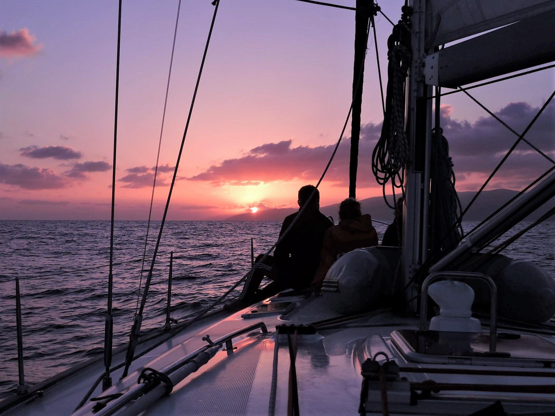 Sejltur i solnedgangen