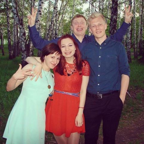 Lasse til fest i Rusland med sine venner.