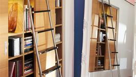 MWE Basis Schiebeleiter Klassik mit lackierten Edelstahlstufen und Gelenk-Tellerfüßen