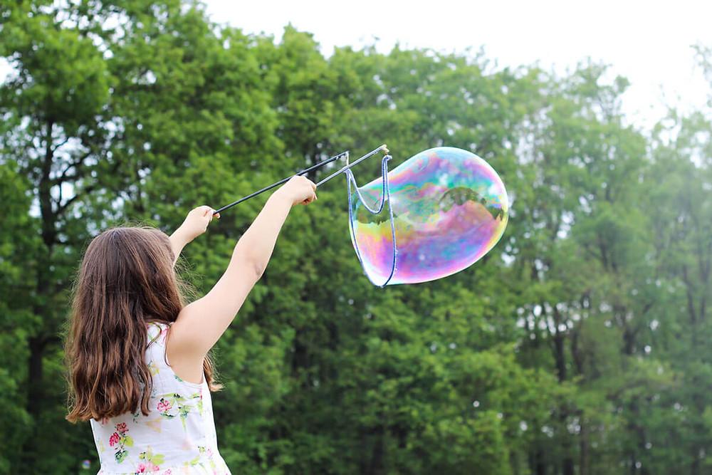 Οι φανταστικοί φίλοι στην παιδική ηλικία και τί σημαίνουν για το παιδί σας