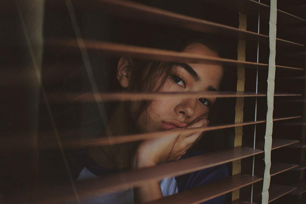 Συναισθηματικές δυσκολίες στην εφηβεία λύπη κατάθλιψη