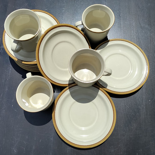Mugs + Plates Pastel Set