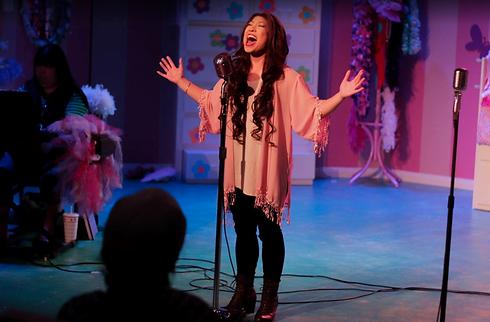 Tina Singing.png
