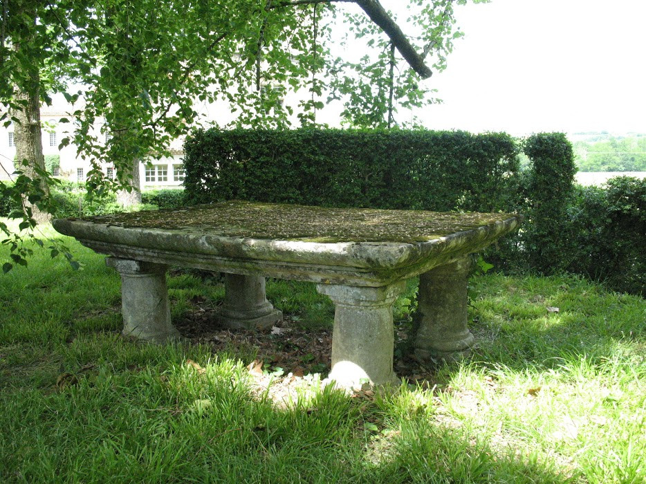 Copy of Hauterive Table de pierre 5.JPG