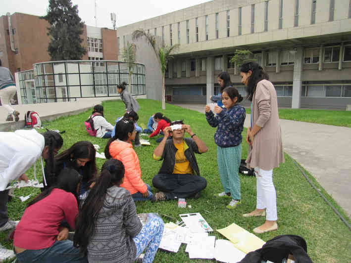 Science outreach in Lima with lowcost paper microscopes