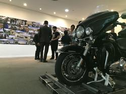 Harley Davidson e visitantes