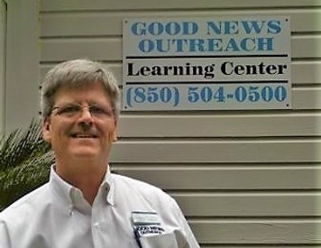 Jeff Hornsby by GNO sign.jpg