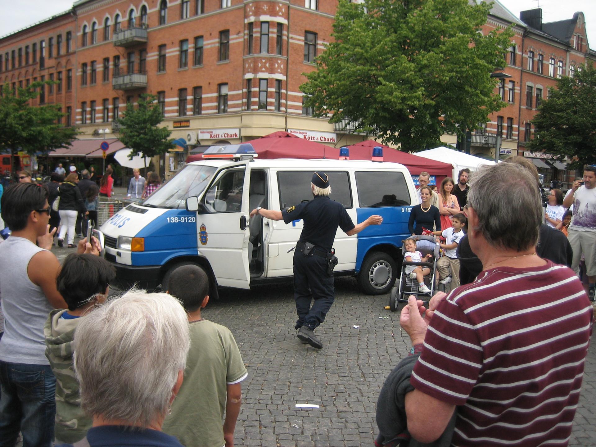 We Are Swedish Policemen, We Are Good, Polis, polis, potatismos, Malmö konsthall 2010