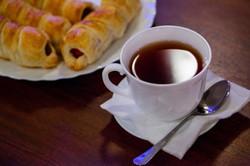 Сервировка завтрака в кафе