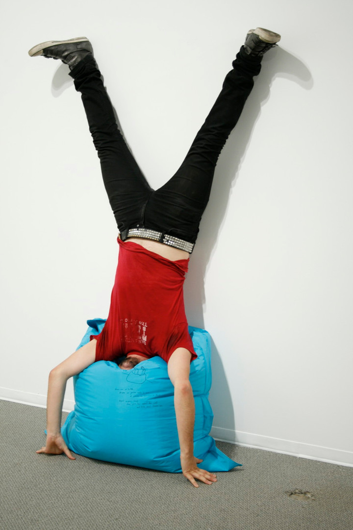 Erwin Wurm, One Minute Sculpture - Freud