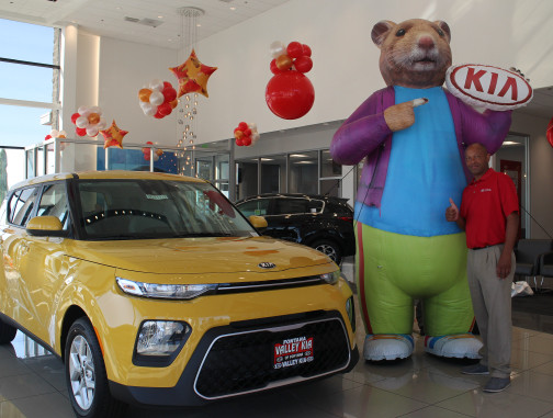 Inflatable Characters: KIA Hamster Next to Soul