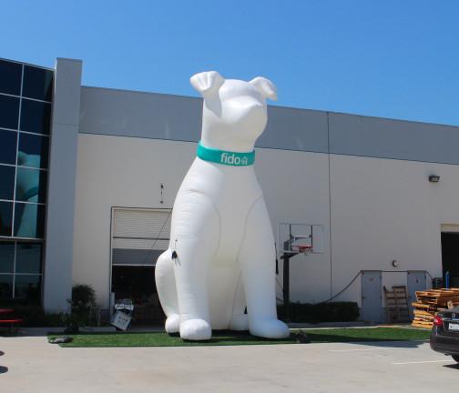 Replica Inflatables: 25 foot Dog Far Shot