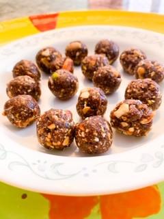 No Bake Date & Nut Energy Bites Recipe