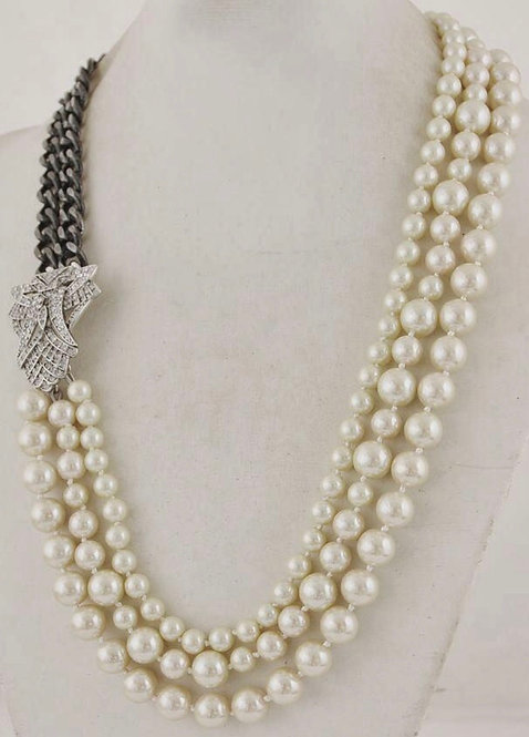 Pearl & Silver clasp necklace