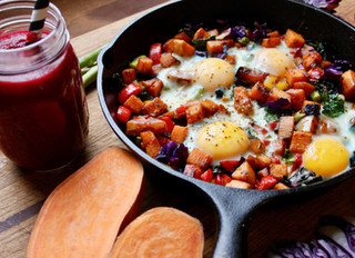 Sunny Start Frittata + Beet the Day Up Smoothie by @Ralabala