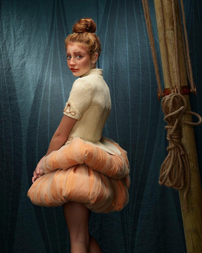 Circesque, La funambola con ombrello (portrait)