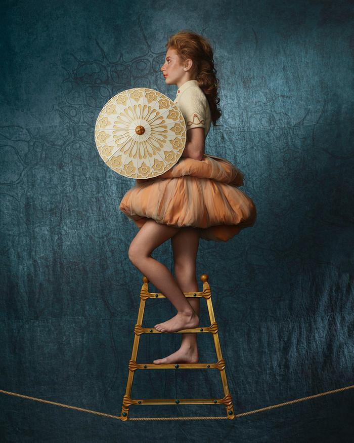 Circesque, La funambola con ombrello