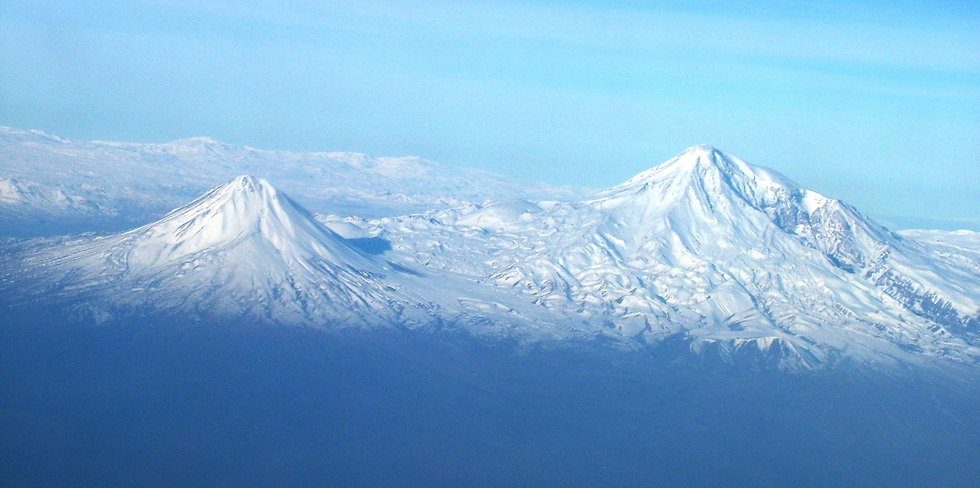 Agry(ararat)_view_from_plane_under_naxci