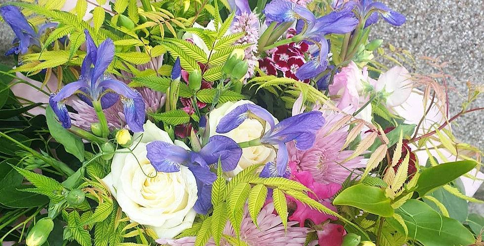 Medium hand-tied bouquet