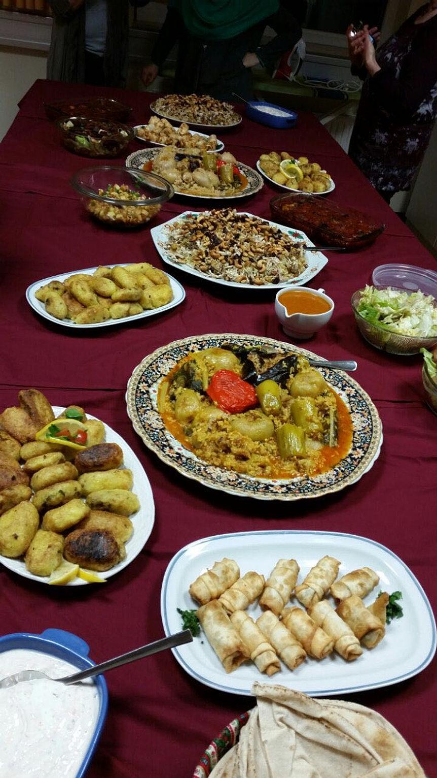 Wieder Hatten Die Frauen Einen Wunderschönen Abend Beim Gemeinsamen Kochen.  Diesmal War Die Irakische Küche Dran.