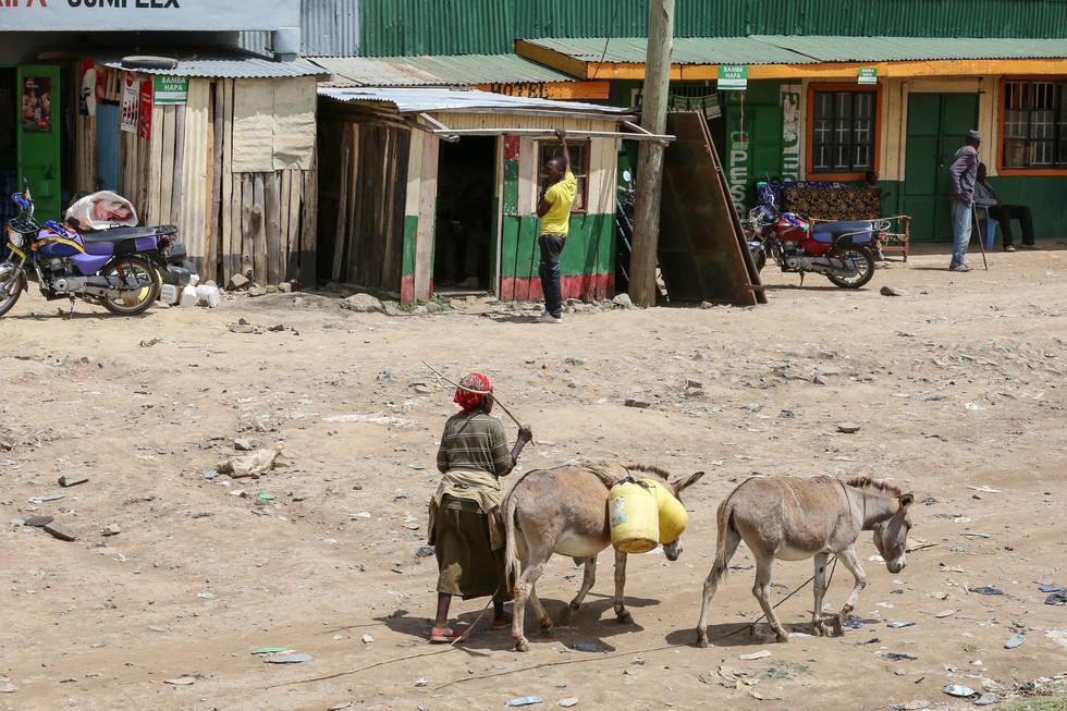 Roadside action, Kenya