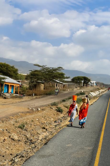 Tanzanian women carrying water, Tanzania
