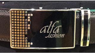 Cintura fibbia nera con grafica e logo