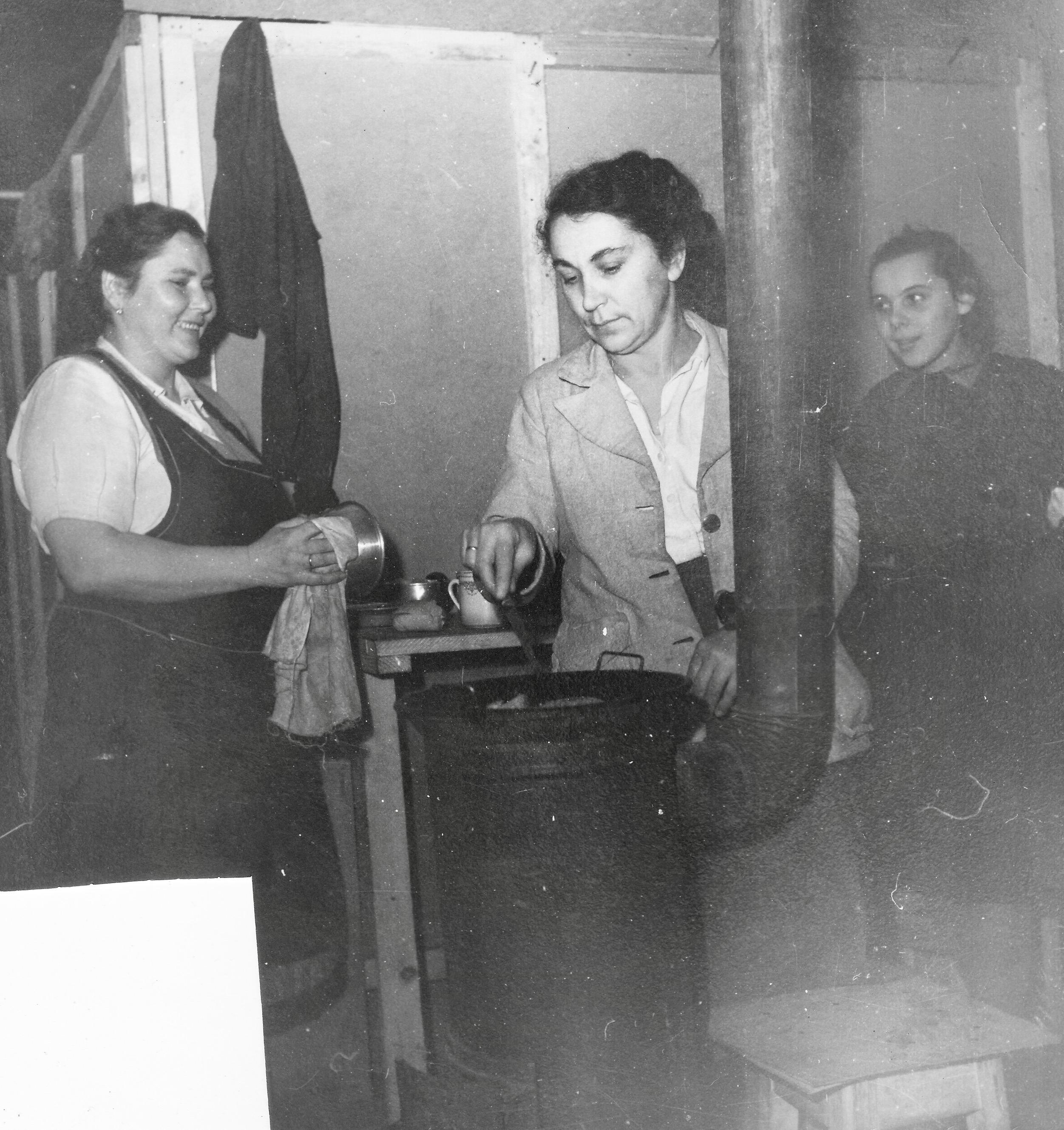 San Sabba barracks, cooking in the corridor 1950-51