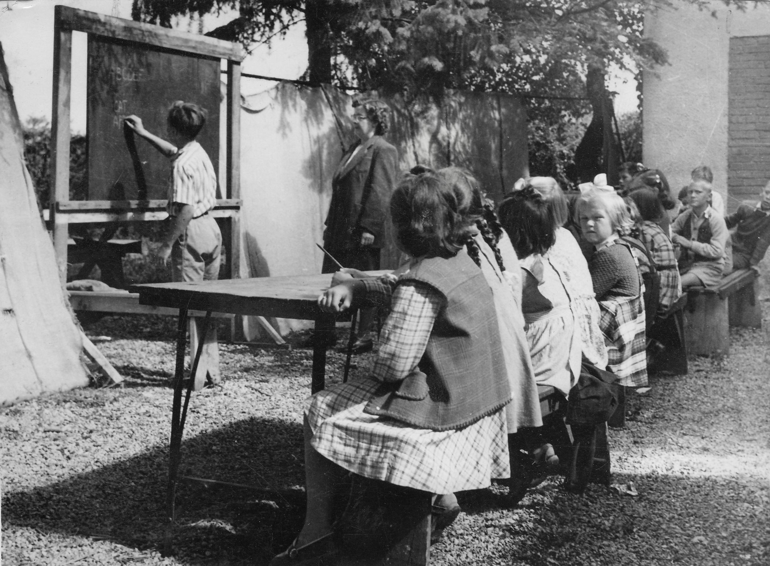 Opincina, beginning of the school, 2 outdoor classes Sept. 1951