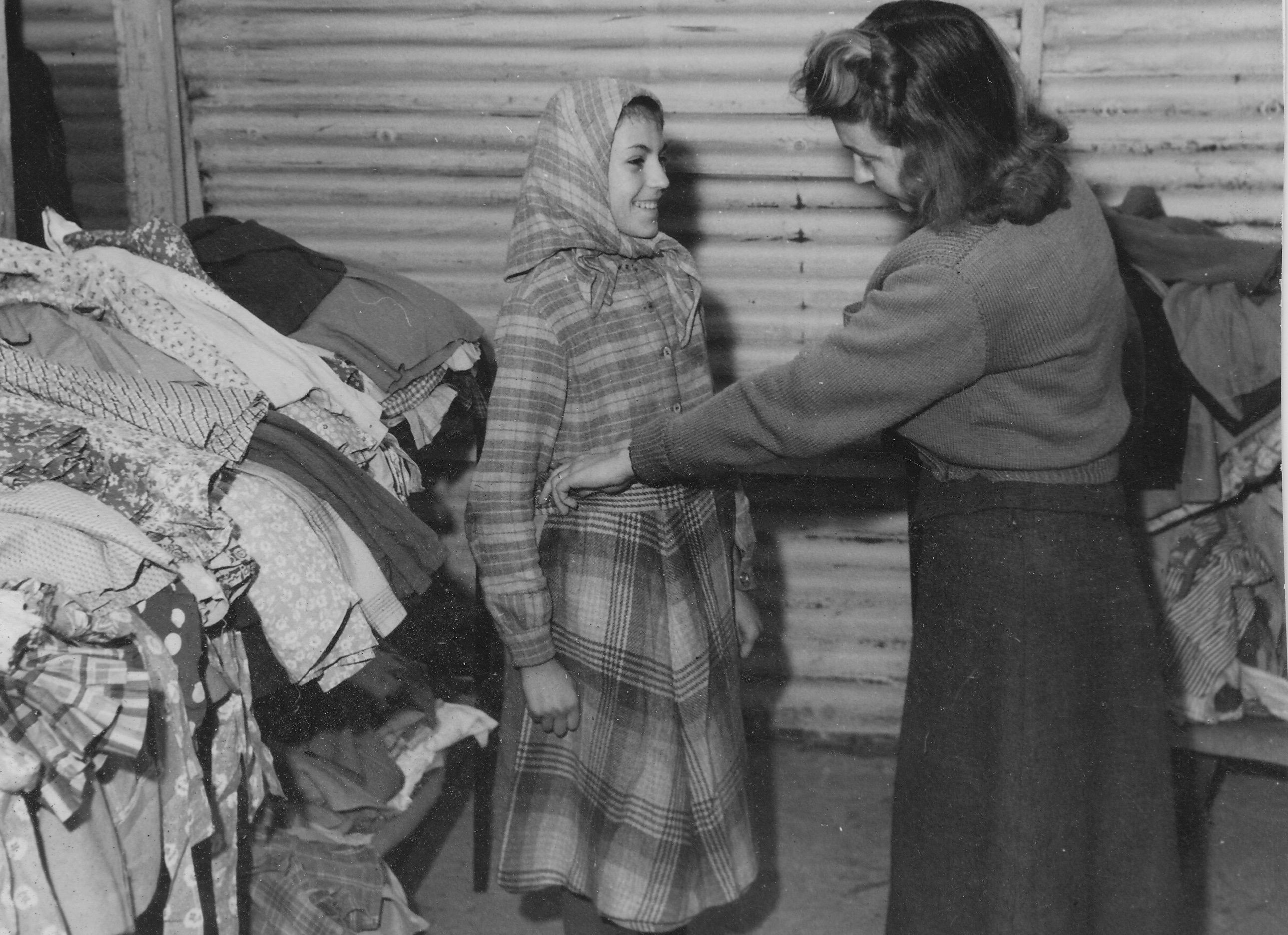 San Sabba clothing, German school girl receives a skirt 1950-51