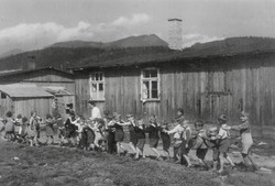 Kapfenberg camp, children returning home from the meadow 1949