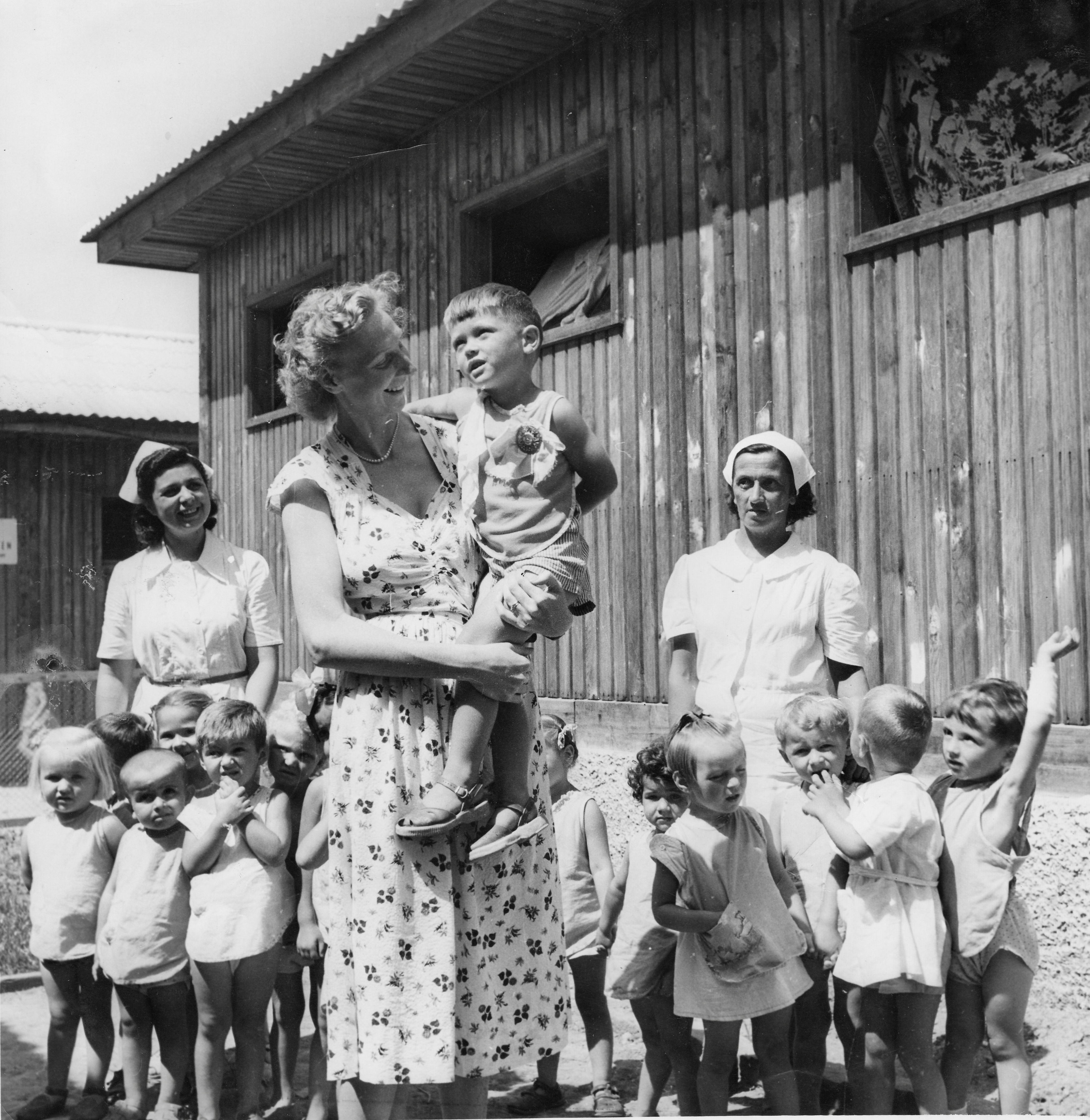 Clare McMurray with children, Trieste 1951