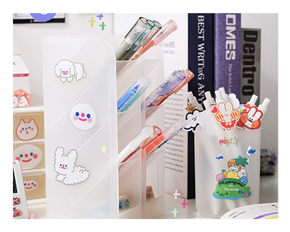 Hộp đựng bút nhựa trắng [tặng kèm sticker dán] - 000411