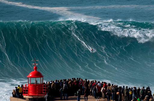 """Surfer avec l'adrénaline : le """"Big Wave Surfing"""""""