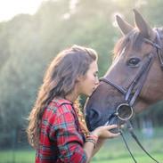 Fille avec cheval