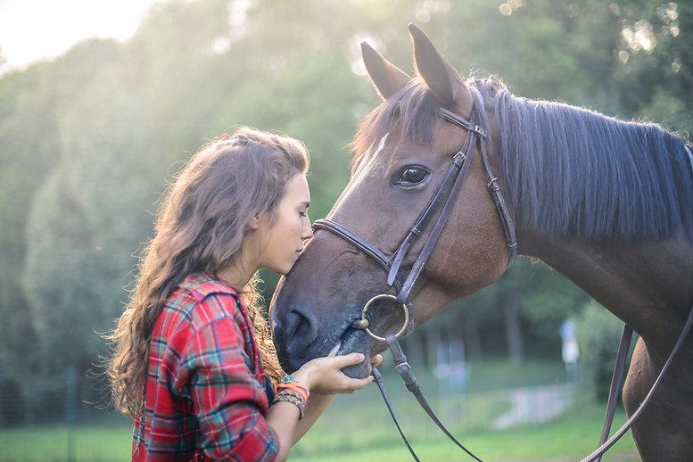 Chica con el caballo