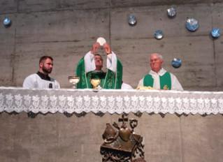 Dom Moacir Arantes preside missa em celebração aos 40 anos de dois primeiros grupos do movimento Enc