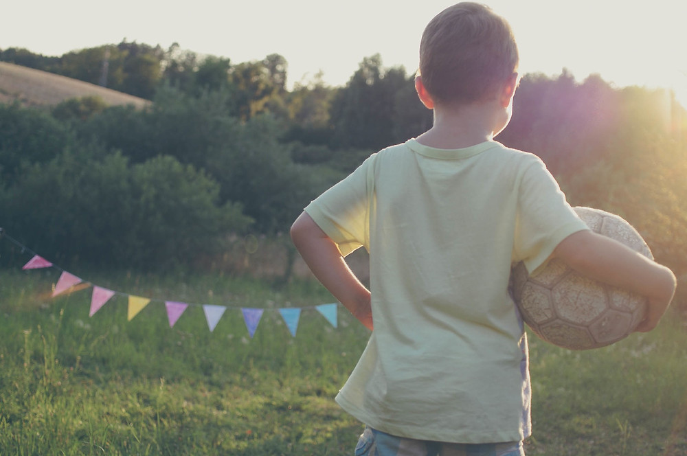 Jongen bal kamp