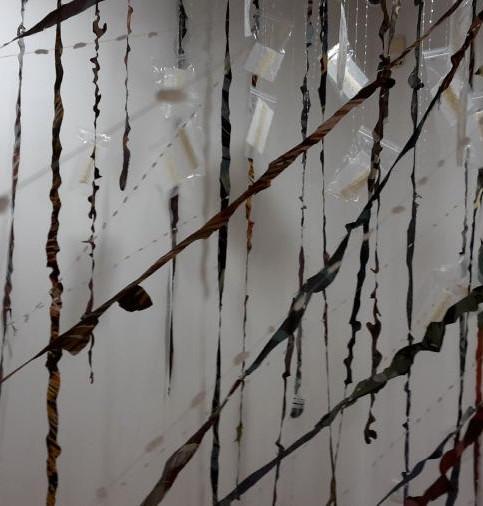 «Textiles Croisés» duo croisé pour un travail à 4 mains de Hélène Jospé et Yoriko Yoneyama.    Maison de la passementerie