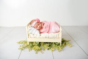 Charlotte: Studio Newborn
