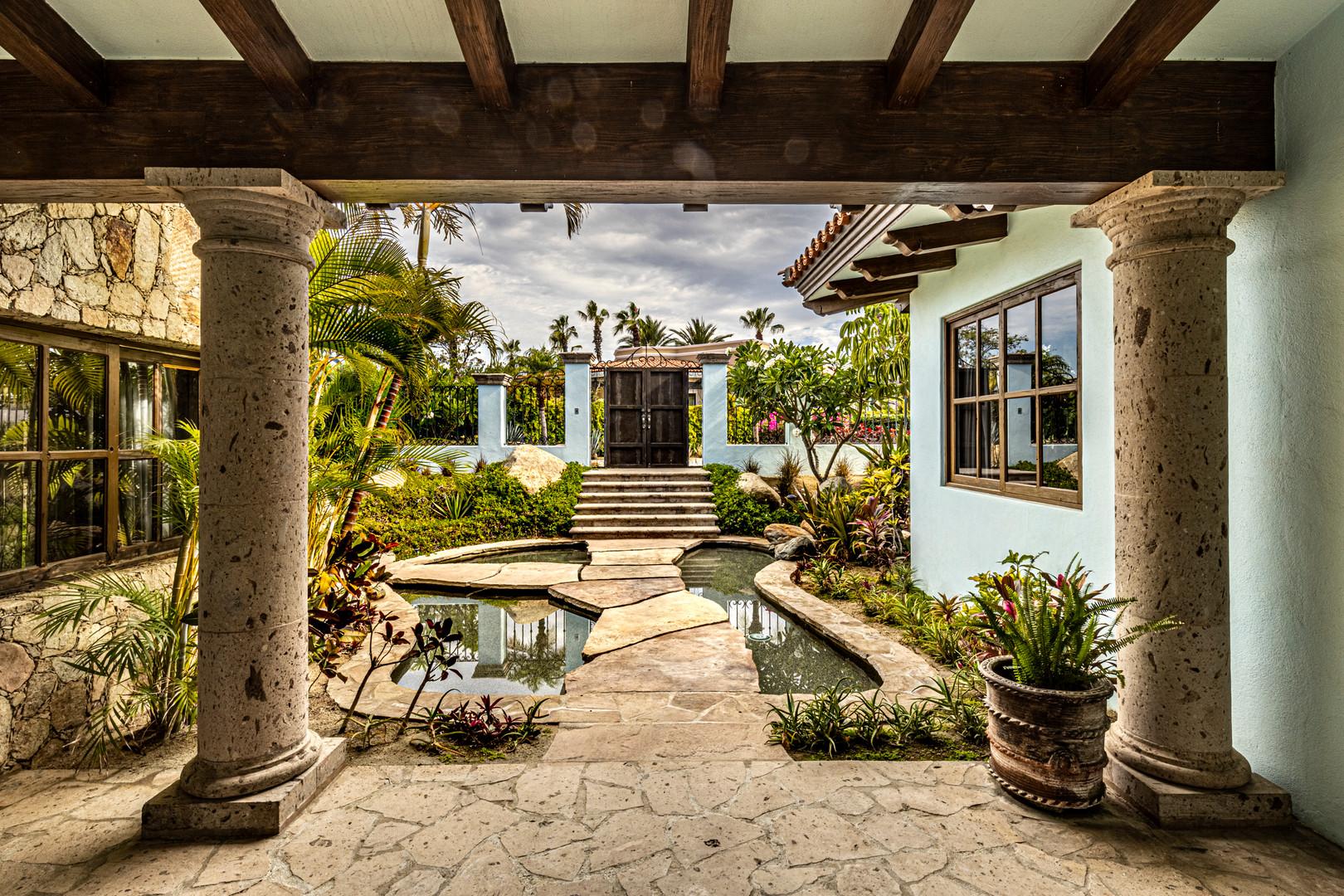 Casa Contessa - Courtyard Entry