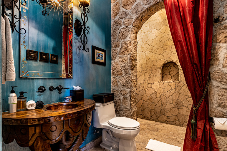 Casa Contessa - Twins Bathroom