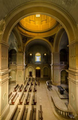 Luce Divine, Italie