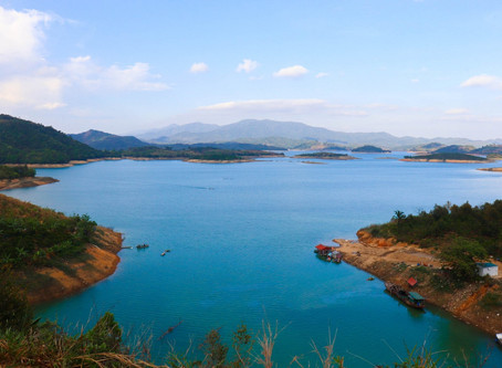 Experience Vietnam: Motorbike Crash, Stunning Beauty and The Sights