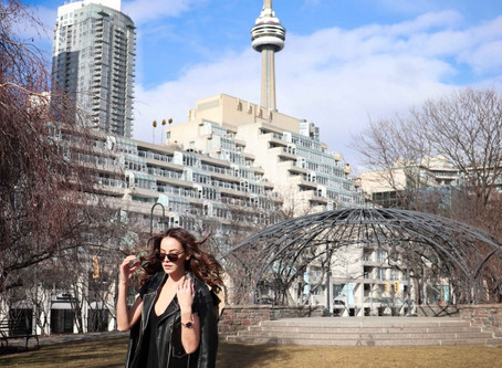 Best Spots to See the CN Tower Walking Tour