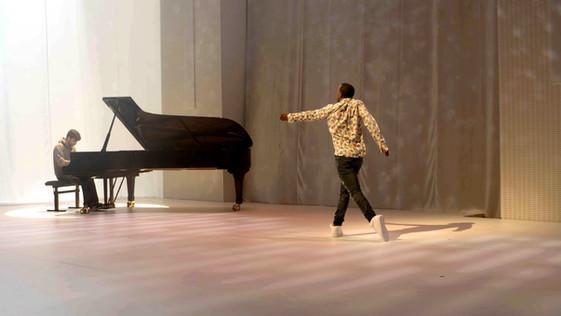 Lil'_Buck_Piano_Fondation_LV_améliorée_2